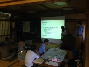 洲本市の中河原市原地区で開催されたまちづくりワークショップで学生らが発表しました